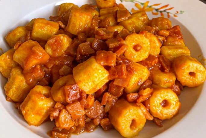 Maccheroni di patate al ragù di prosciutto