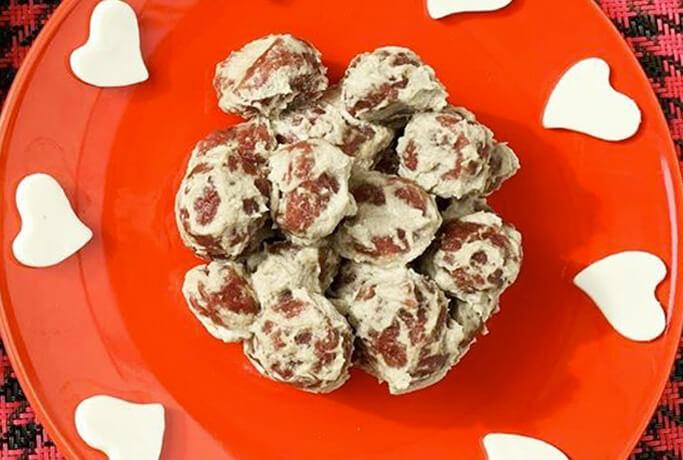 Gnocchi con rapa rossa con crema di carciofi e caprino