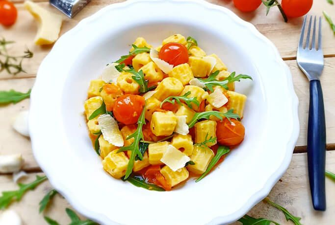 Maccheroni di patate con rucola e pomodorini