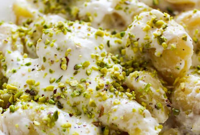 Gnocchi ripieni di Gorgonzola DOP con crema di Philadelphia e Parmigiano e granella di pistacchi