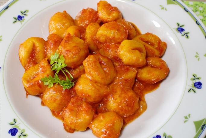 Gnocchi di zucca con pomodoro e fontina