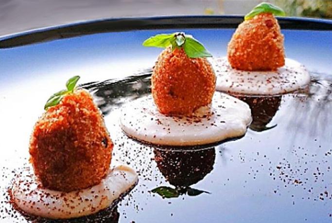 Gnocchi ripieni con Asiago DOP e funghi porcini su vellutata di castagne finger food